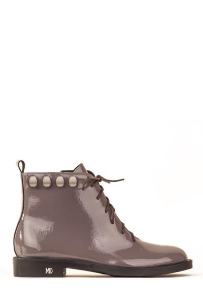 Серые лаковые ботинки